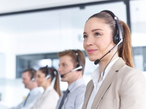 live answering service woman with headset